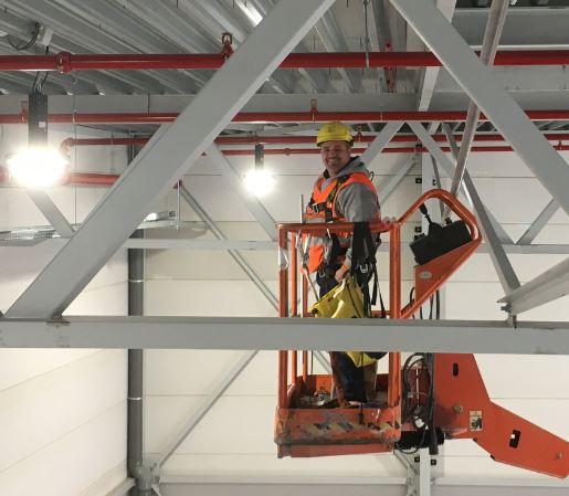 Highbay verlichting plaatsen in productie